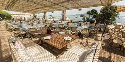table en bois massif pour restaurant la guerite