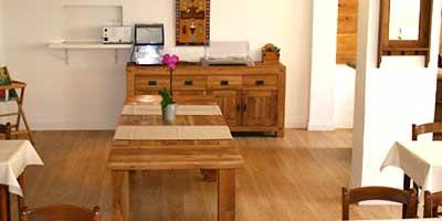 table de repas et buffet en chene massif hotellerie meuble passion