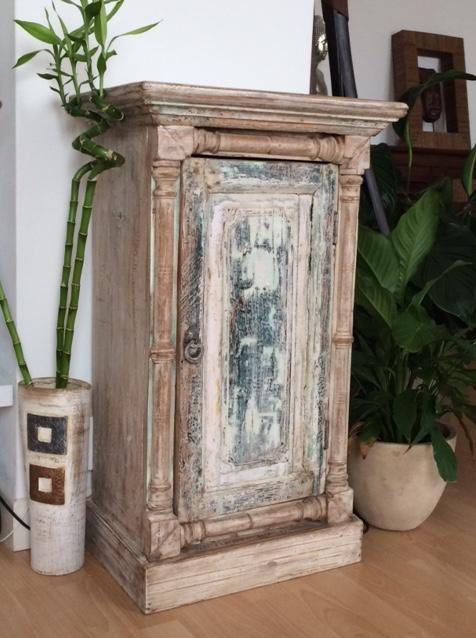 petit meuble indien ancien coloré
