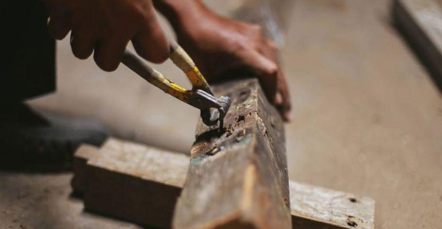 Comment sont fabriqués nos meubles en bois recyclé ?